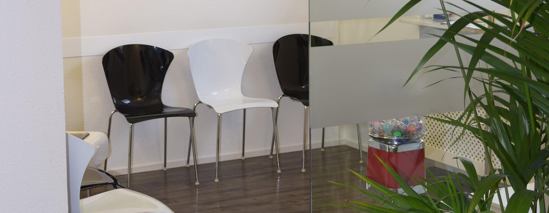 Zahnarztpraxis Dres. Meisel Nürnberg Mögeldorf | Wartezimmer