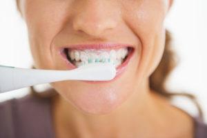 Zahnimplantate: Die richtige Pflege und Nachsorge | Zahnarzt Nürnberg