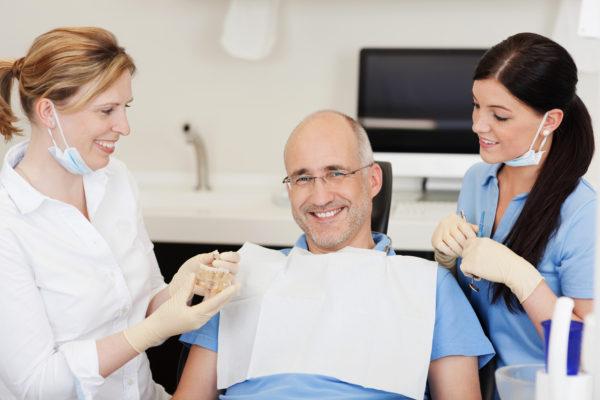 Zahnbehandlung ohne Angst: Sedierung und Vollnarkose | Zahnarzt Nürnberg, Dr. Mark Meisel & Dr. Ulf Meisel